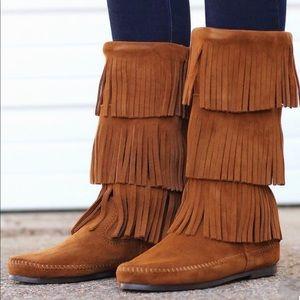 Minnetonka women's fringe layer boots NWT